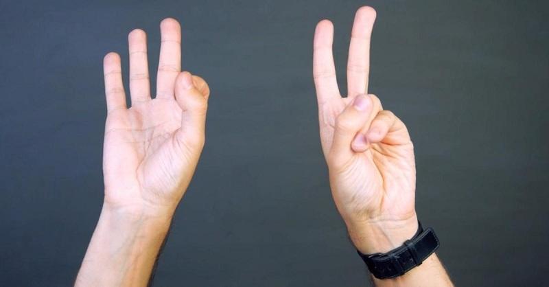 Когда достигните синхронизации, выполняйте упражнение так, чтобы каждая рука показывала свой знак